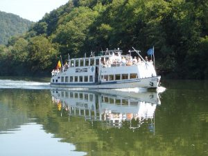 excursion en bateau sur la Meuse avec passage d'une écluse
