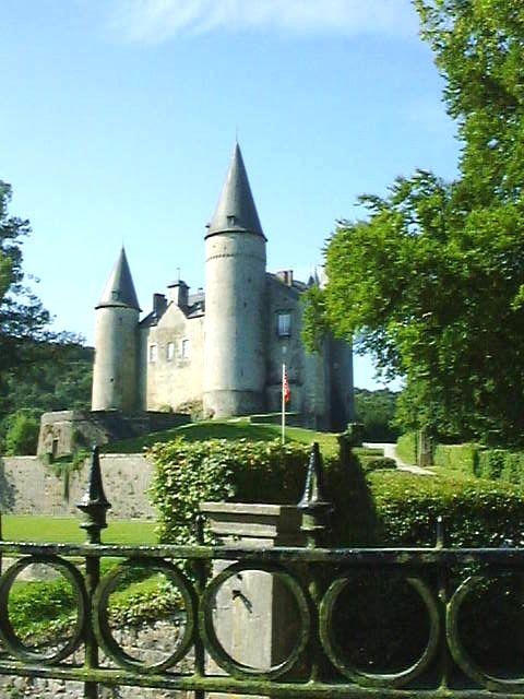 """Le château de Vêves """"visite animée, danses, déguisements,..."""""""