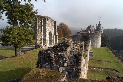 """Le château comtal de Rochefort : """"à la recherche de la sorcière"""""""